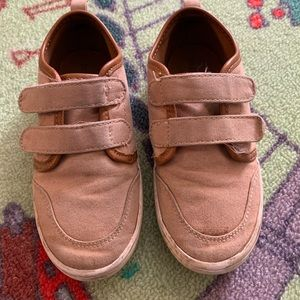 Old navy sneaker shoes
